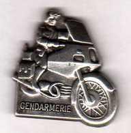 Pin's  Gendarmerie  Motocycliste Argenté Zamac Pichard - Army