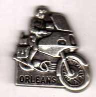 Pin's  Gendarmerie  Motocycliste Orléans Argenté Zamac Pichard - Army