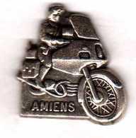 Pin's  Gendarmerie  Motocycliste Amiens Argenté Zamac Pichard - Army