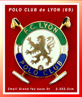 SUPER PIN'S POLO-CLUB De LYON : Peu Courant F.C LYON, POLO CLUB, émaillé Grand Feu Base Or, Format 2,3X2,5cm - Badges