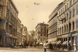 CARTE PHOTO ALLEMANDE DE RIGA EN LETTONIE - UN BOULEVARD DE LA VILLE - BALTIQUE - GUERRE 1914 1918 - 1914-18