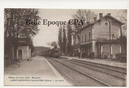 38 - SAINT-QUENTIN-FALLAVIER - La Gare ++++ Jourdan, Photo., Bourgoin ++++ 1933 - Francia