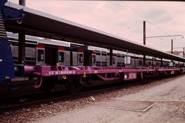 Photo Diapo Diapositive Slide Train Loco Locomotive Wagon Plat SNCF CNC Le 13/09/1996 VOIR ZOOM - Diapositives