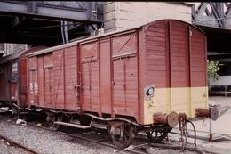 Photo Diapo Diapositive Slide Train Loco Locomotive Wagon Couvert De SNCF Service à Masséna Le 03/07/1996 VOIR ZOOM - Diapositives