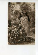 Piece Sur Le Theme De Couple Amoureux Pres Des Fleurs - Couples
