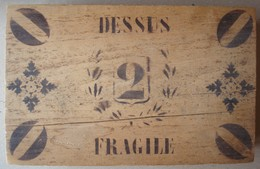 Boite Ancienne En Bois, Couvercle à Charnière. - Boîtes/Coffrets