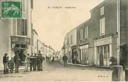 Dép 17 - Courçon D'Aunis - Grande Rue - A Droite Grand Café Du Commerce - état - Altri Comuni
