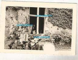 WW2 PHOTO ORIGINALE Soldats Allemands Château à LAVAL Ou Environs 53 MAYENNE 1943 N°1 - 1939-45
