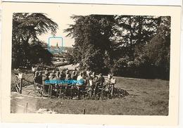 WW2 TOP ! PHOTO ORIGINALE Soldats Allemands Château à LAVAL Ou Proche 53 MAYENNE 1943 N°2 - 1939-45