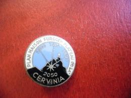 CERVINIA Montagne Alpes Pennines, Frontière SUISSE - ITALIE Rare Pin's Métal Insigne Ancien 1950's 1960's 18 Mm Diamètre - Badges