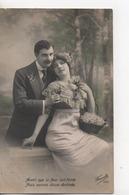 Cpa.Couple.Avant Que La Fleur Soit Fanée....Couple Dont Femme Assise Avec Mugüets.1912 - Couples