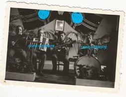 WW2 PHOTO ORIGINALE Soldats Allemands Musiciens Dans Château à LAVAL Ou Proche 53 MAYENNE 1943 N°5 - 1939-45