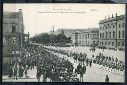 """CPA S/w AK German Empires Berlin Mitte 1908""""Unter Den Linden-Kaiser Wilhelm II.an Der Spitze Der Fahnen-Compa.""""1 AK Bef. - Mitte"""