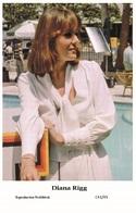 DIANA RIGG - Film Star Pin Up PHOTO POSTCARD - C41-45 Swiftsure Postcard - Artistas