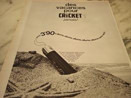 ANCIENNE PUBLICITE DES VACANCES POUR  BRIQUET CRICKET JAMAIS 1965 - Tabac (objets Liés)