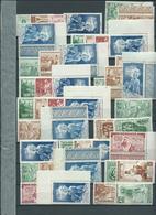 COLONIES FRANCAISES. Grandes Séries Coloniales Sur 6 Pages, Cote Environ 350  / 400 €. - Timbres