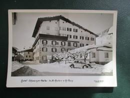 CPA AUTRICHE SAINT ANTON AM ARLBERG HOTEL VOITURE ANCIENNE COCCINELLE SOUS LA NEIGE - St. Anton Am Arlberg