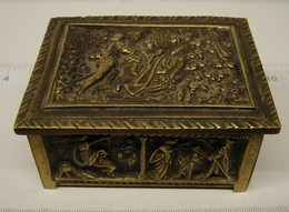 JL. 80. Petit Coffret à Bijoux En Bronze, Beaux Décors - Boîtes/Coffrets