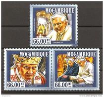 MOZAMBICO - 2015 Omaggio A Papa BENEDETTO XVI 3v. Nuovi** MNH - Papi