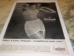 ANCIENNE PUBLICITE  LIBRE A L AISE ELEGANRE TRIUMPH 1965 - Habits & Linge D'époque