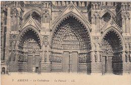 CP , 80 , AMIENS , La Cathédrale , Le Portail - Amiens