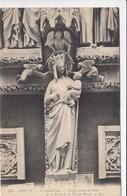 CP , 80 , AMIENS , La Cathédrale , Vierge Ornant Le Pilier De La Porte De La Vierge Dorée - Amiens