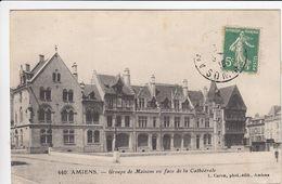 CP , 80 , AMIENS , Groupe De Maisons En Face De La Cathédrale - Amiens