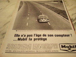 ANCIENNE PUBLICITE MOBIL LA PROTEGE 1965 - Advertising
