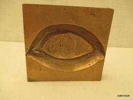 OBJET MACONIQUE  - OEIL EN BRONZE - 11 Cm SUR 11cm Poids 1Kg 200 - Bronzes
