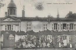 CUSSET :Intérieur De La Cour De L'Hôpital - Enfants Et Malades - Other Municipalities