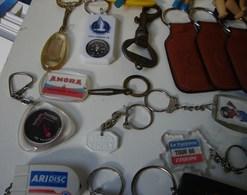 Lot. 1033. Lot De 32 Porte Clefs - Porte-clefs