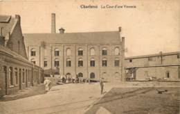 Charleroi - La Cour D'une Verrerie - Charleroi