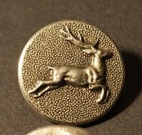 Lot Boutons Anciens - Cerf En Relief Erganté - Buttons