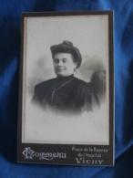 Photo CDV  Commeau à Vichy  Portrait Femme Brune  - L423 - Persone Anonimi