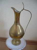 Vase Aus Messing  (750) - Andere Sammlungen
