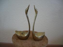 Sitzendes Schwanen Paar Aus Messing  (752) - Sculptures