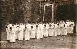 Communiants Bretons à La Sortie De L'église - Personnes Anonymes