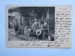 C.P.A. : Souvenir De Constantinople : Boutiques Et Marchands Turcs, Timbre En 1900 - Turkey
