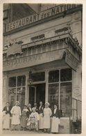 Personnel Devant Le Restaurant Des Nations (propriétaire P. Échégul) - Personnes Identifiées