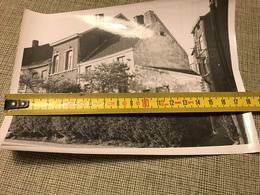 PHOTO N/B LIEGE VIEILLE MAISON RUE FOND DES TAWES AU COIN DE LA RUE JACQUET 1963 - Vieux Papiers