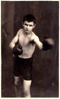 ROUMANIE / ROMANIA : BOXE / BOXING ~ 1929 - '93 : BOXEUR : BRÂNZEI  - CARTE VRAIE PHOTO / REAL PHOTO - RRR (aa589) - Boxe