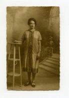 A Saisir - Photo Ancienne Ancienne - Femme Pose - O Grilic - 65 Bd Voltaire  - Voir Photos - Personnes Anonymes