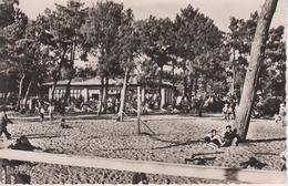 CPSM Andernos-les-Bains - Plage Du Mauret - Le Casino Neptune (avec Animation) - Andernos-les-Bains