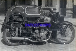 107888 AUTOMOBILE OLD CAR AUTO & MOTORCYCLE MOTO YEAR 1960 PHOTO NO POSTAL POSTCARD - Cartes Postales