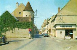Tannay. Rue Emile Régnault. Automobile Citroën DS. - Tannay