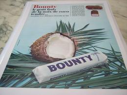 ANCIENNE PUBLICITE GOUT FRAIS DE NOIX DE COCO CHOCOLAT BOUNTY 1965 - Affiches