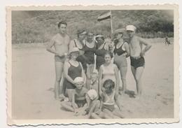 REAL PHOTO, Group Swimsuit Trunks Men Women And Kids Boy Girl Beach Hommes Femmes Et Enfants Garcon Fillettes Plage ORIG - Photographs
