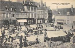 La Châtre - Animée, La Grand Place Un Jour De Marché - La Chatre