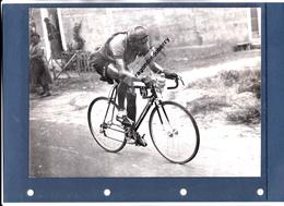 PHOTO - CYCLISME - 36 - LA CHATRE - LE BERRICHON MARCEL DUSSAULT En 1950 En Direction De PAU (10ème De BORDEAUX-PAU) - Cyclisme