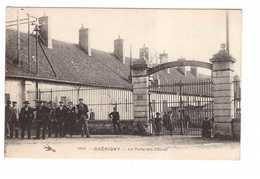 58 Guerigny La Porte Des Cables Cpa Carte Animée  Forges Nationales De La Chaussade - Guerigny
